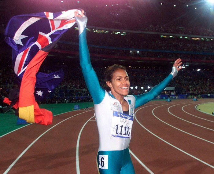 Cathy-Freeman-victory-lap-Olympic-Games-Sydney-2000